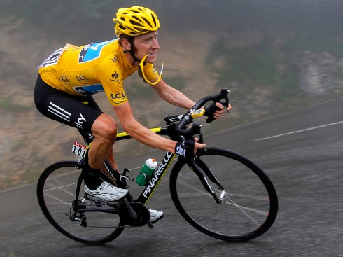 Image: Bradley Wiggins of Great Britain descends the Col de Mente