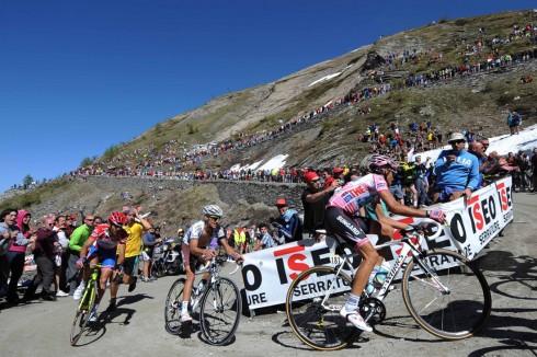 Sestriere-climb-giro-d-italia-2011-Alberto-Contador-pink-jersey-2